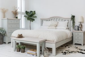 Hampshire Light Grey With Chalked Oak Tops 5′ King Size Bed