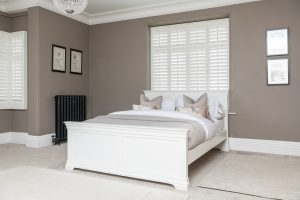Windsor Painted White 5′ King Size Bed